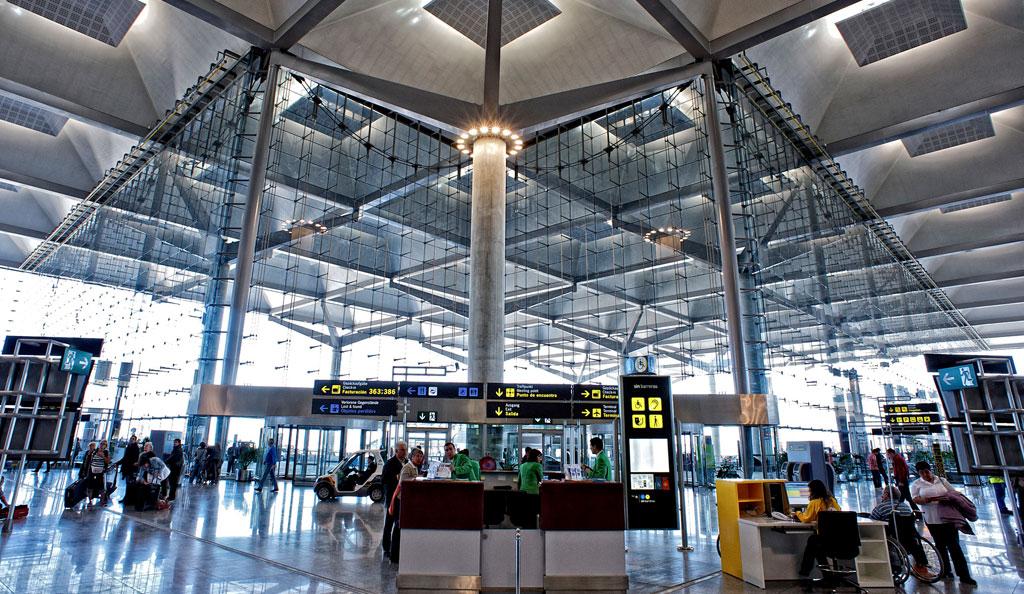 malaga airport airlines tourist destination